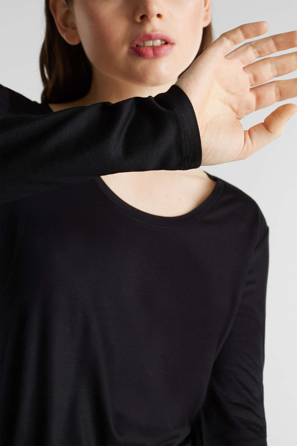 Long sleeve top with a fine sheen, BLACK, detail image number 2