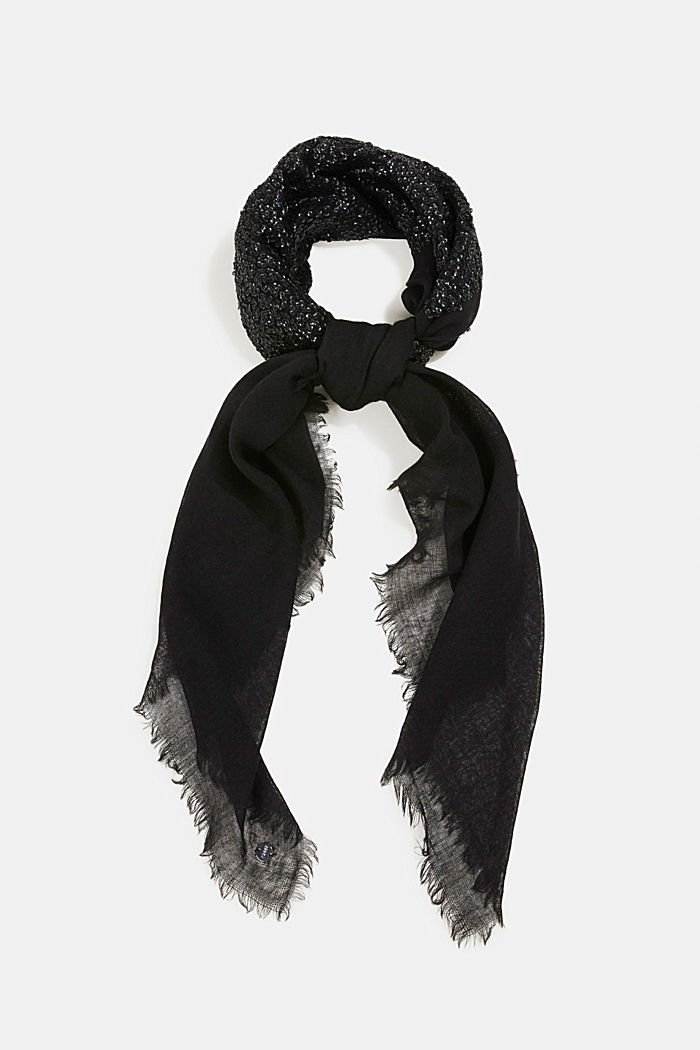 Made of wool/silk: hand-crafted scarf