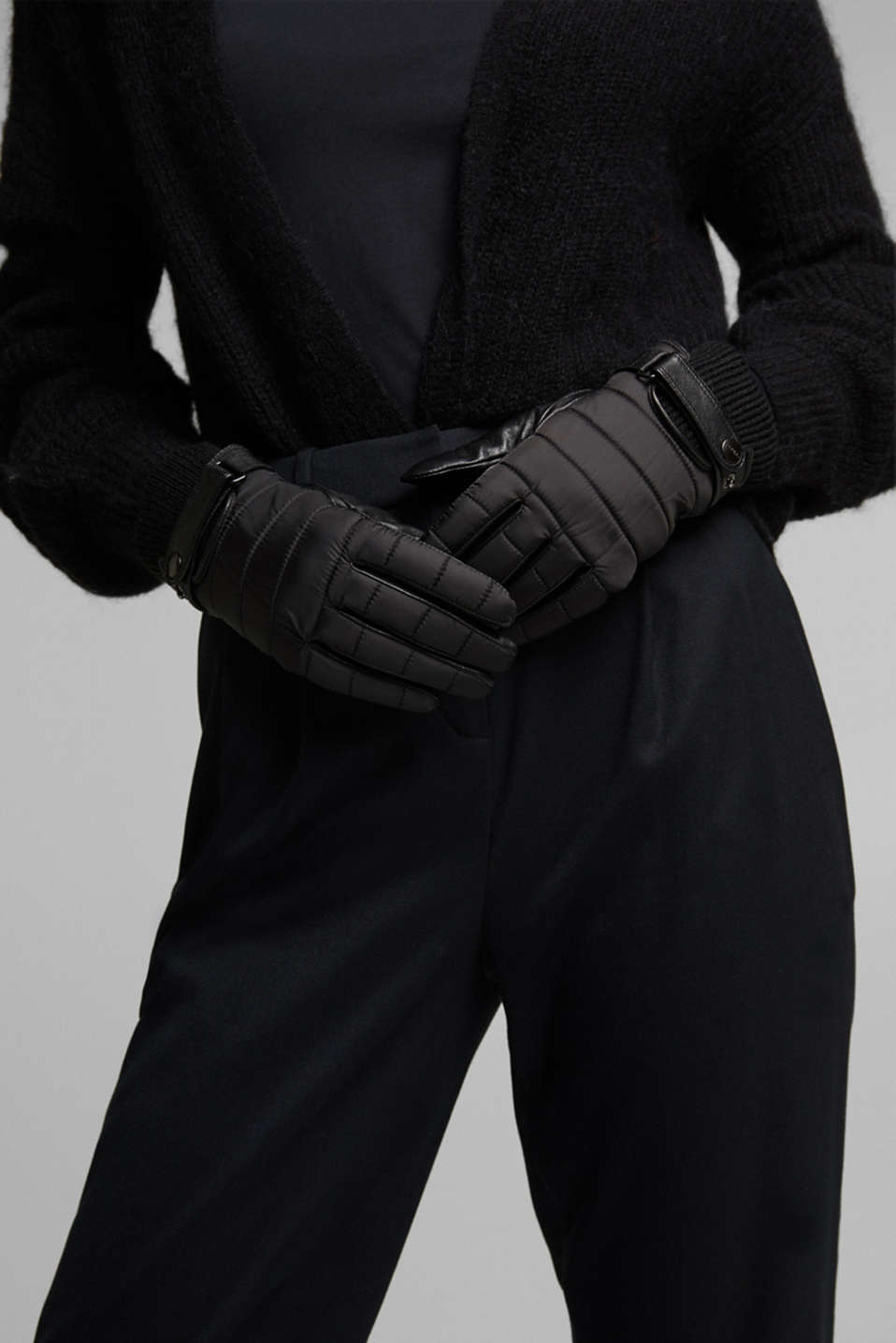 Esprit - Mixed material gloves featuring lamb leather