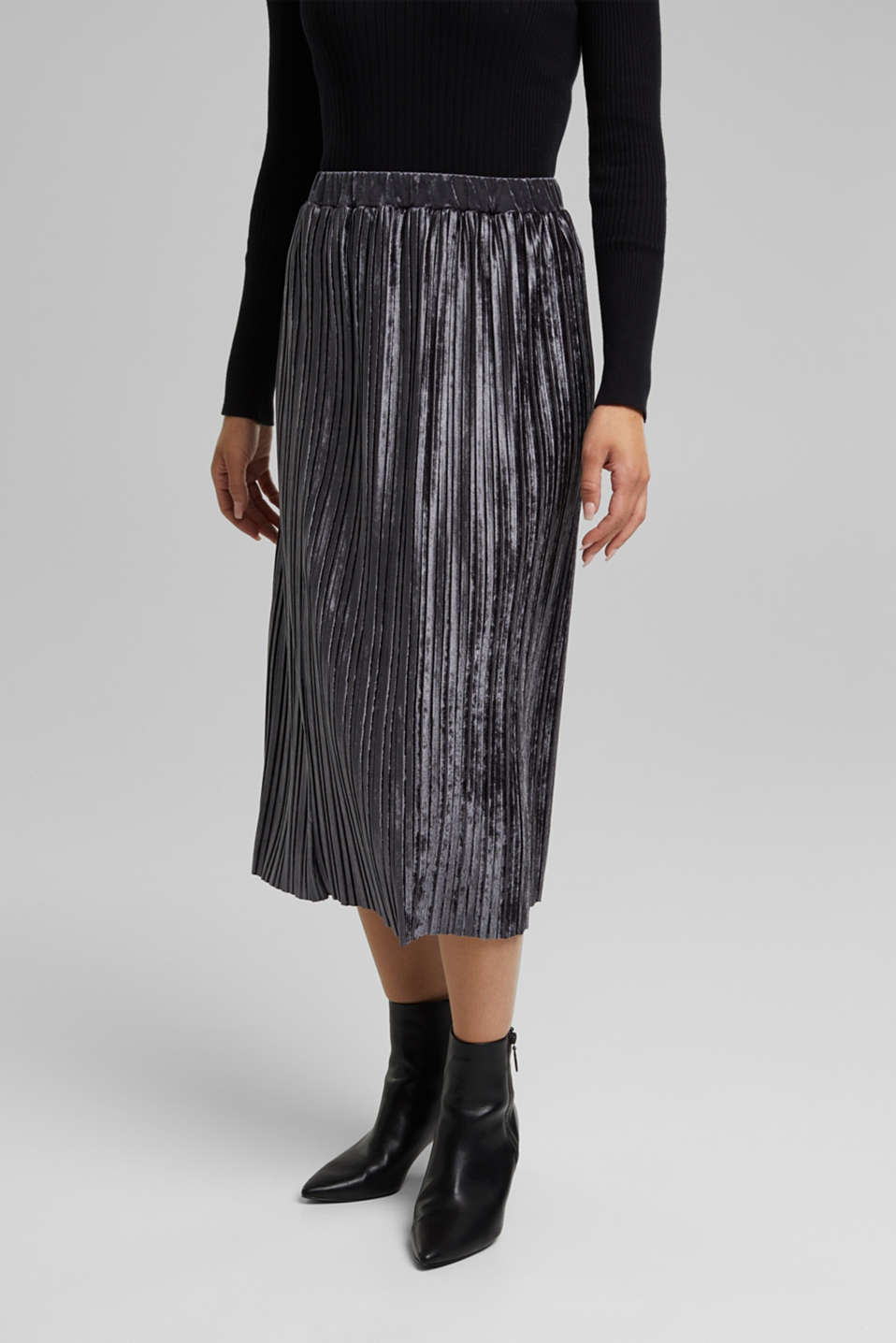 Esprit - Pleated skirt with a velvet finish