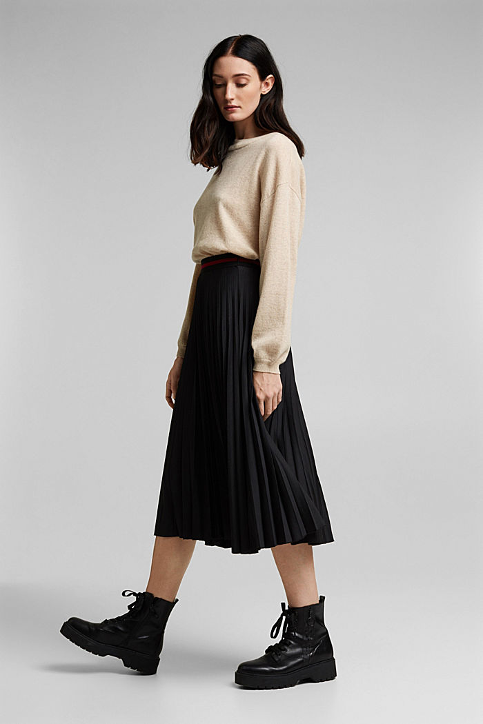 Plissé skirt with sporty elasticated waistband