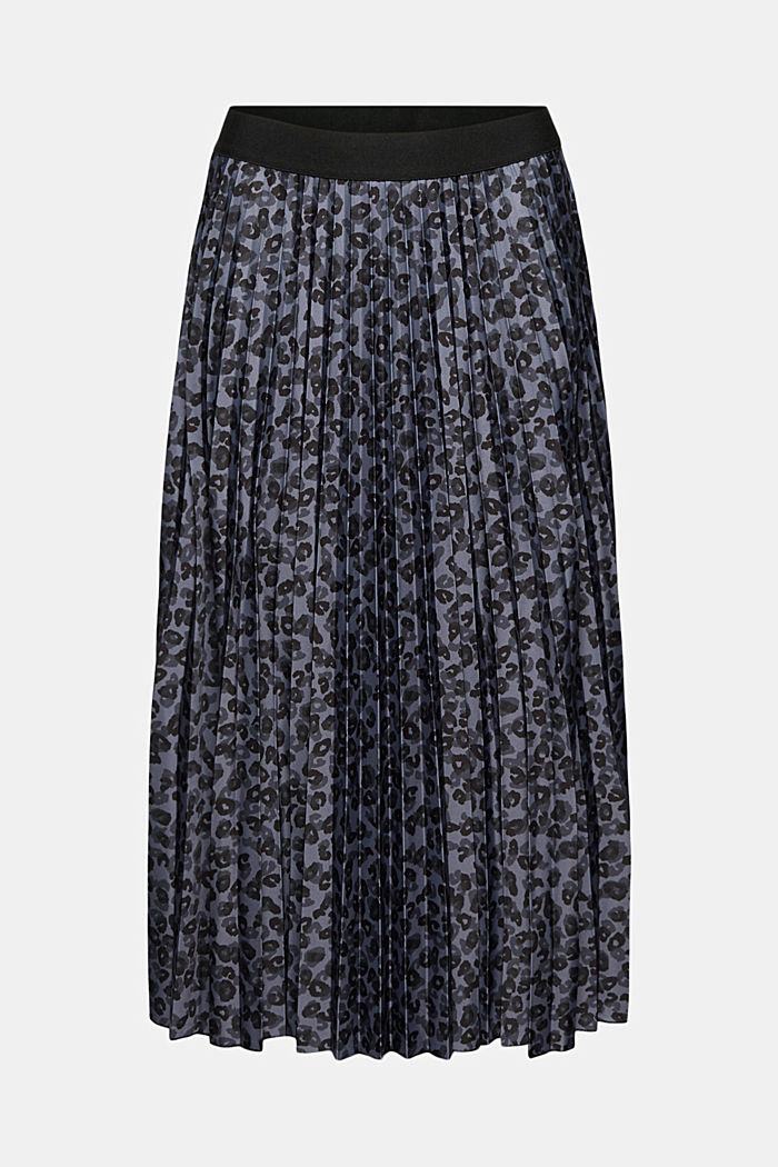 Pleated skirt with an animal print