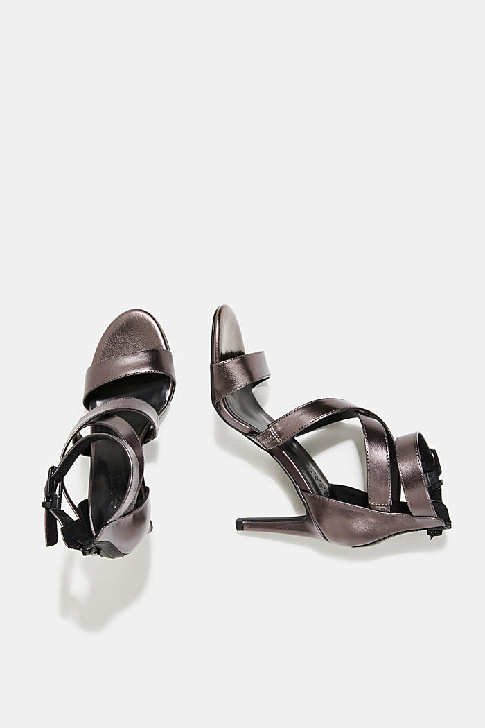 High-heeled sandals in a metallic look
