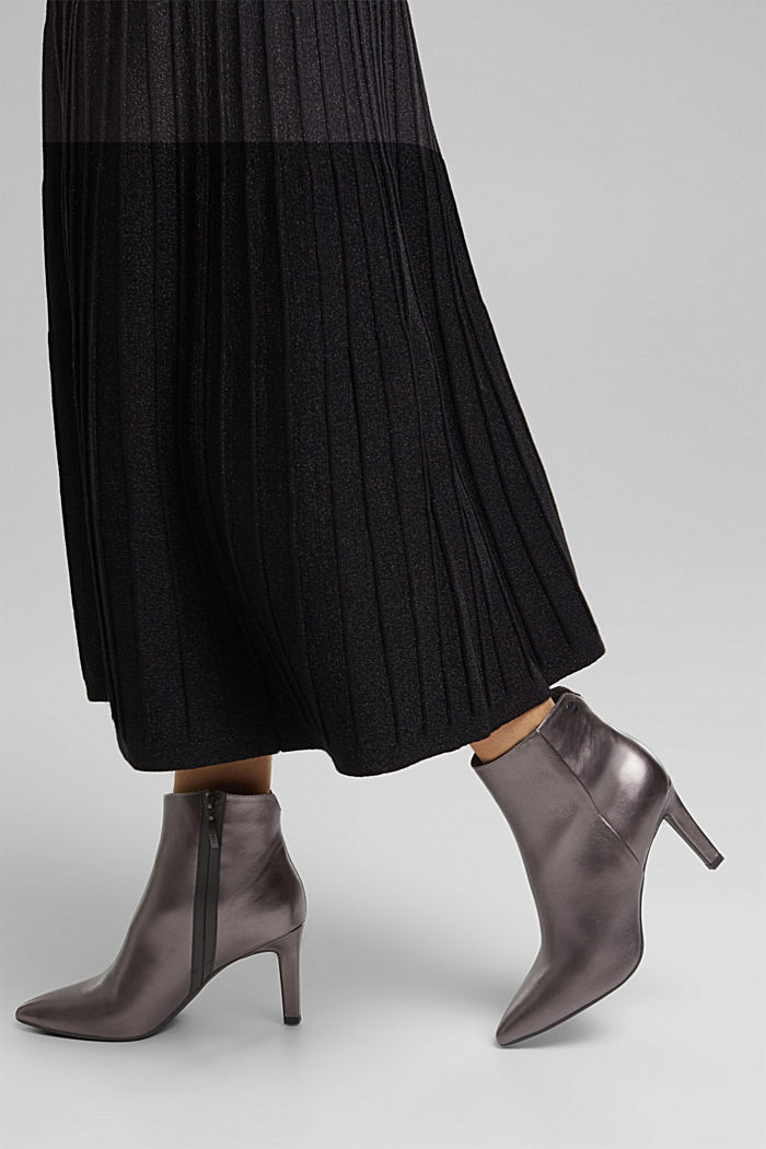 Ankle boots in a metallic look