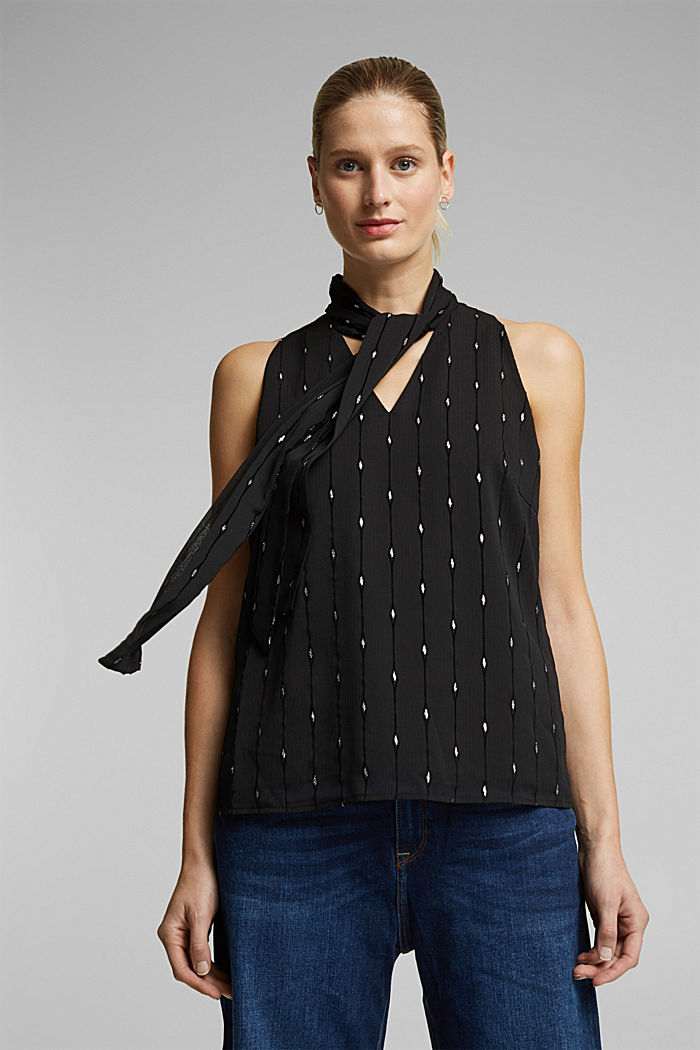 Blouse top with a sparkling embroidery