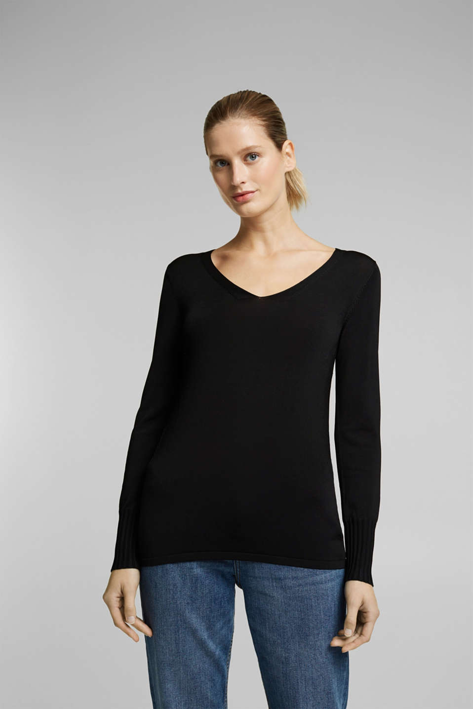 Esprit - V-neck jumper with matte sheen