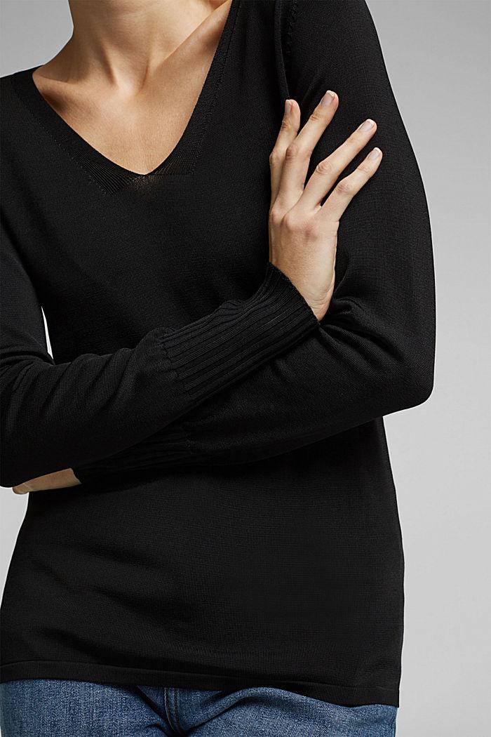 V-neck jumper with matte sheen, BLACK, detail image number 2