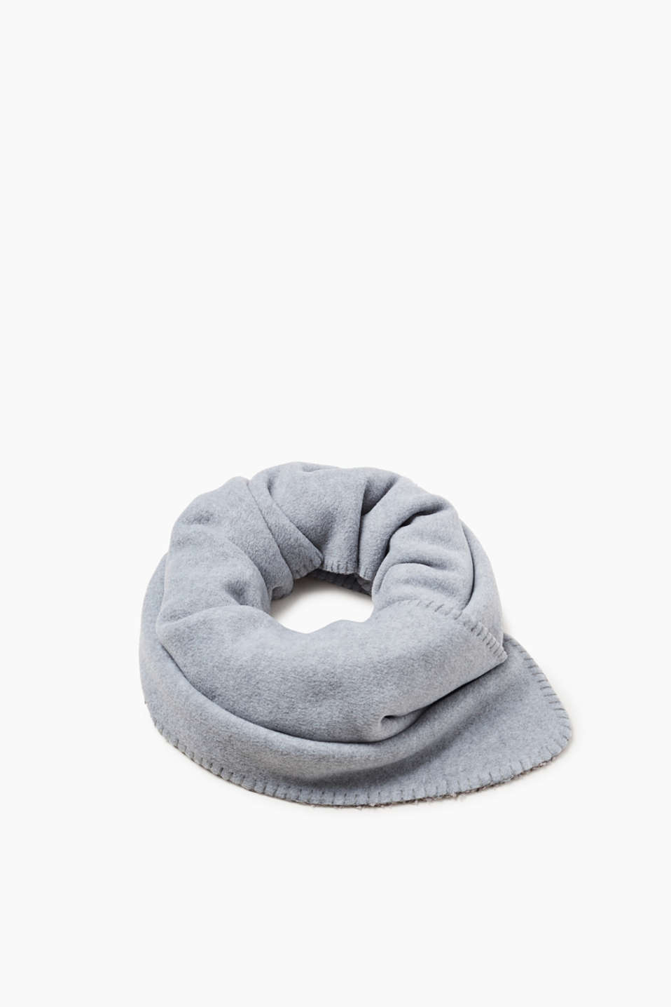 A snug piece for cold days: scarf in a warming teddy fleece