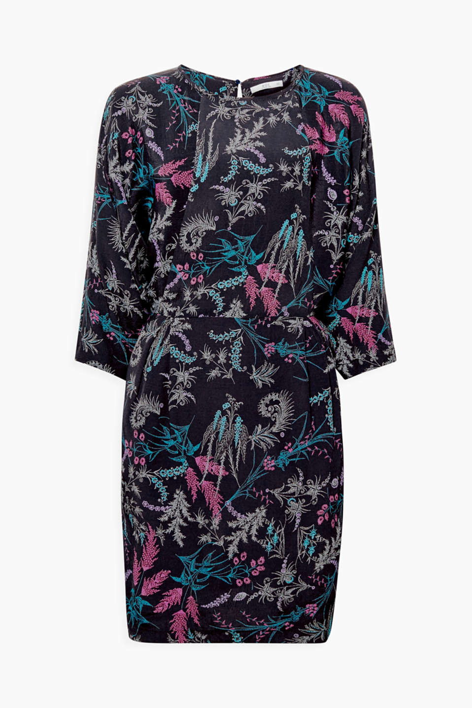 The adorable floral pattern and wide, batwing sleeves make this floaty dress super stylish!