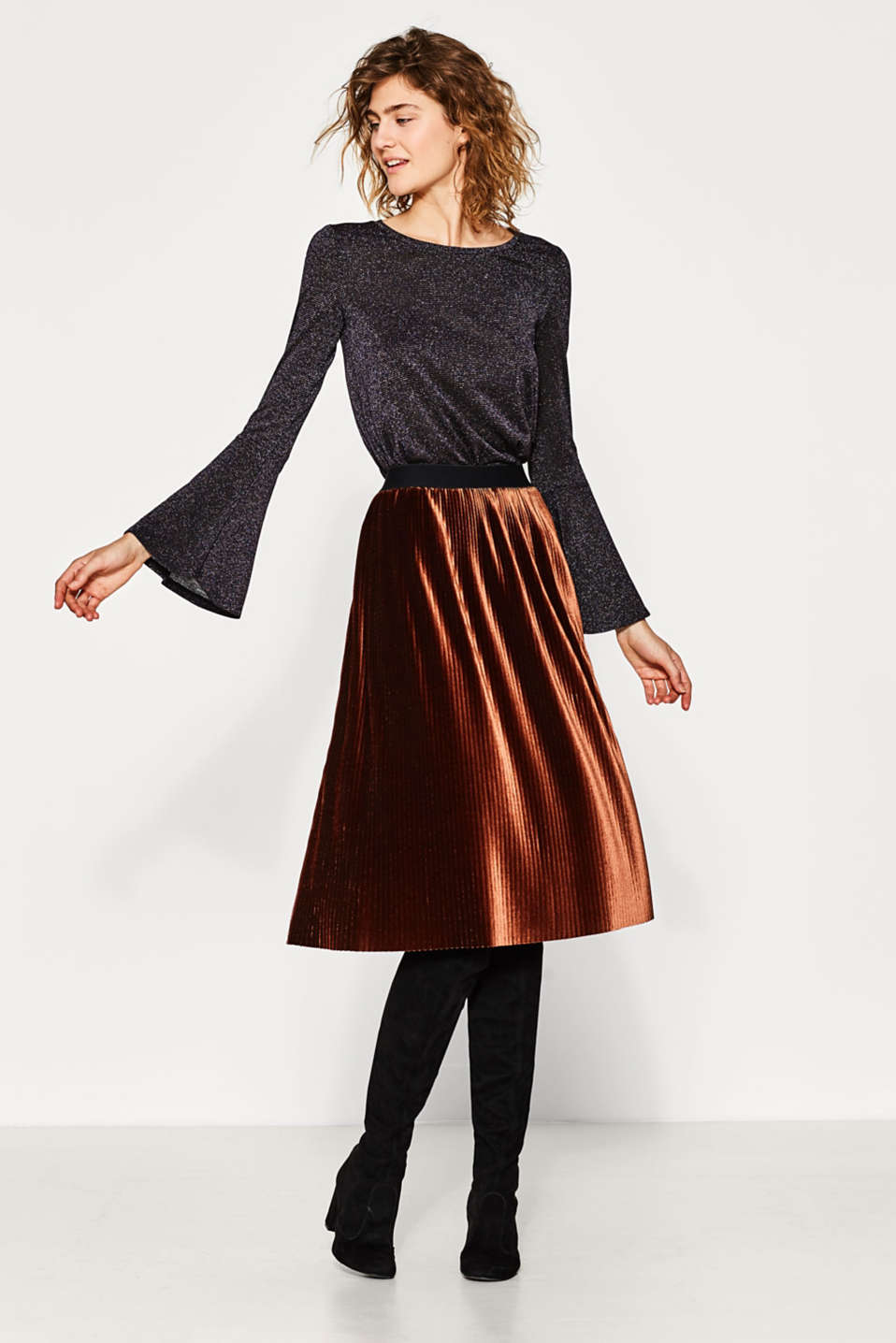 Glittering tee with trendy sleeves
