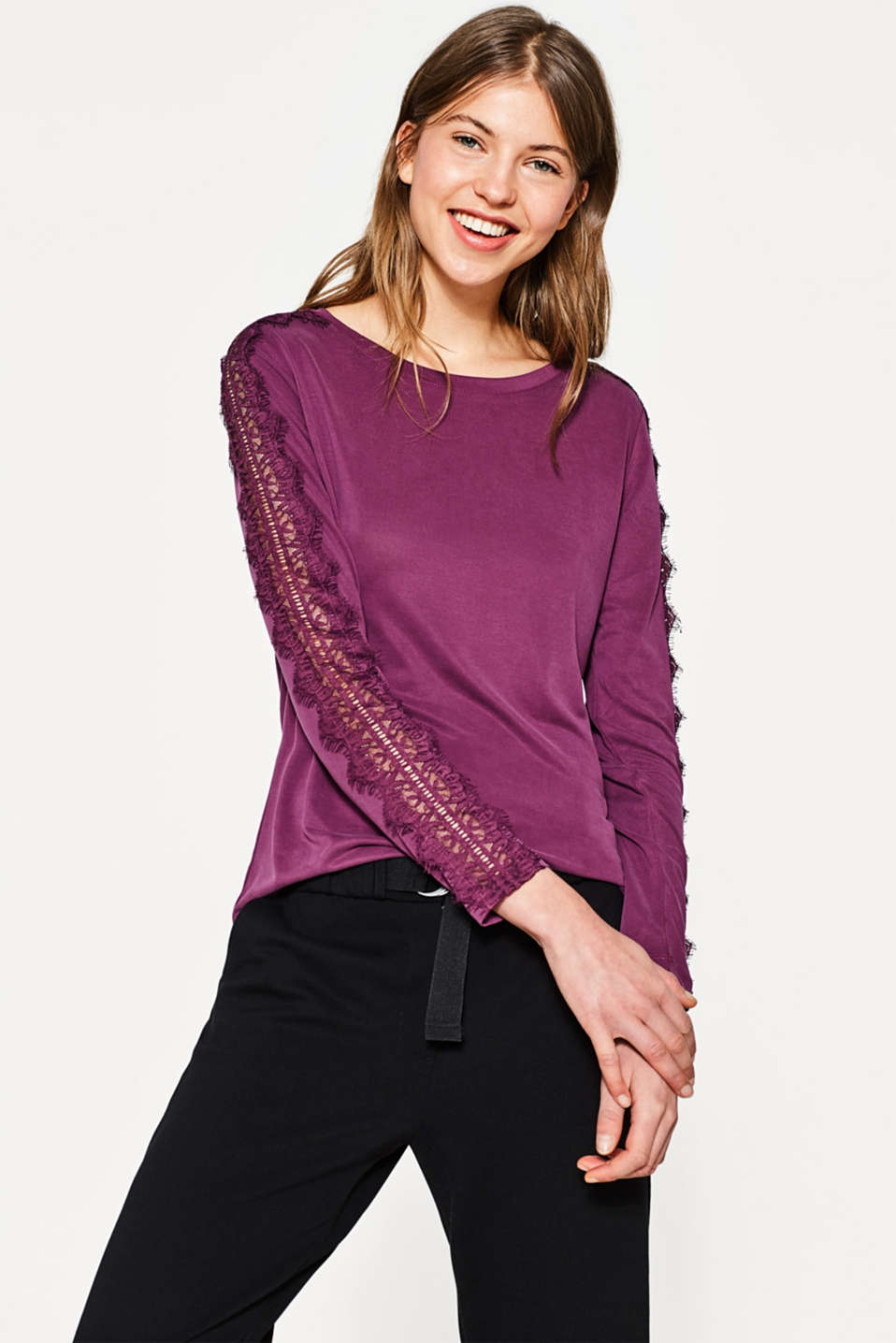 edc - Flowing top with lace trims