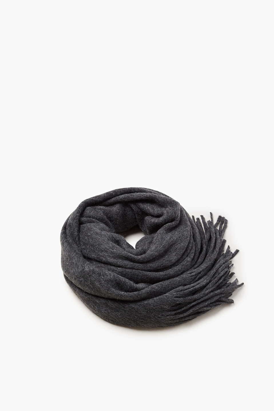 Oversized style par excellence! This scarf impresses not only with its XXL format, but also with its soft knit.