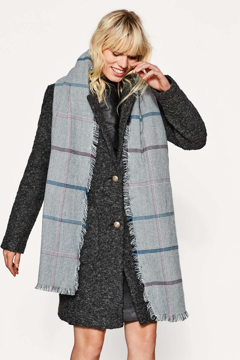 Oversized scarf with a check pattern