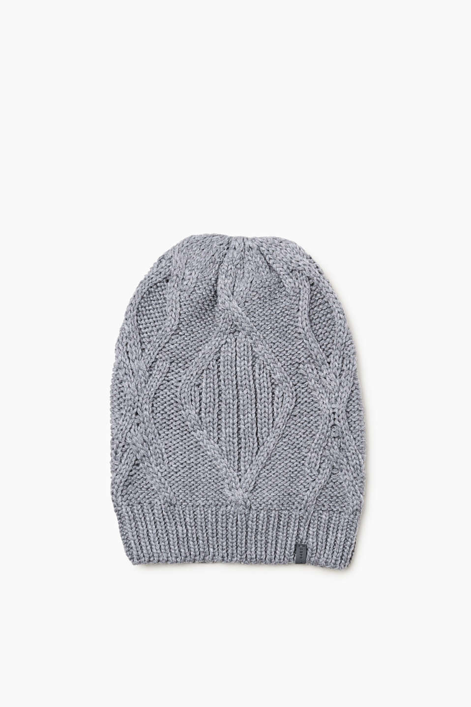 We love knitwear! This beanie made of premium yarn with a cable pattern is no exception.