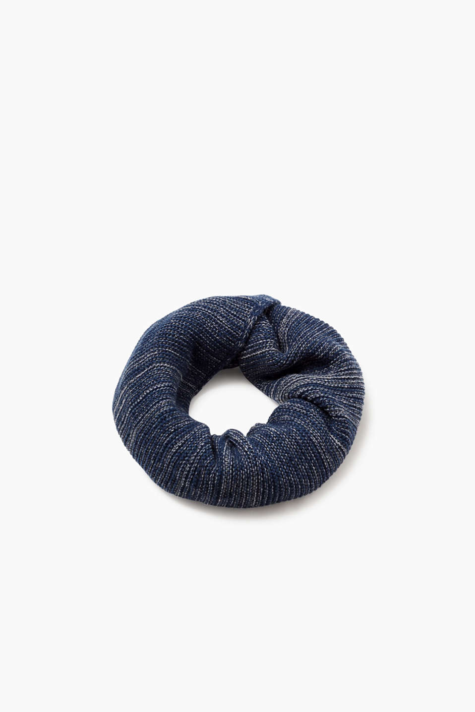 We love knitwear! The two-tone knit with wool makes this snood a high-quality accessory.