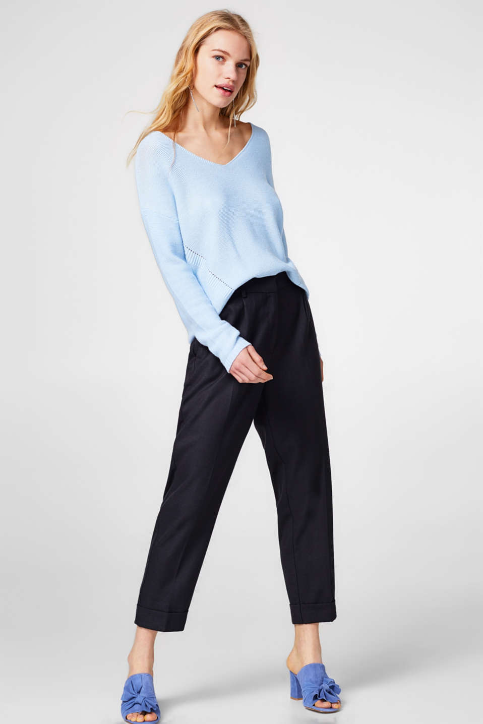 Esprit - Cropped woven trousers with a fine texture