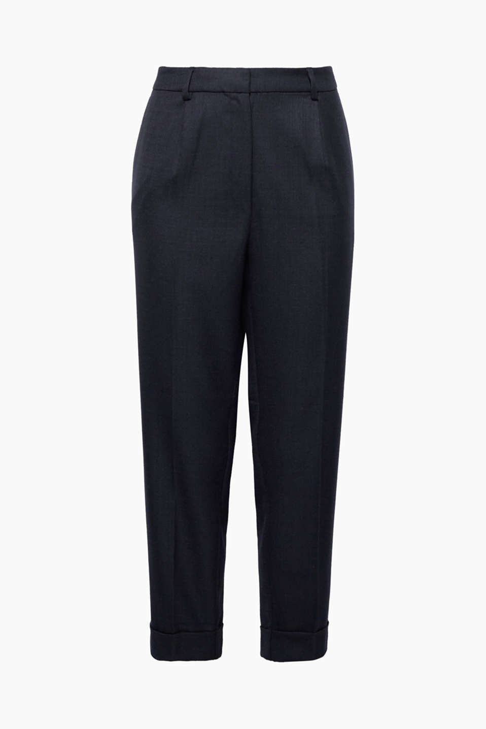 The fine texture of these woven trousers perfectly highlights their smart style and modern cut!