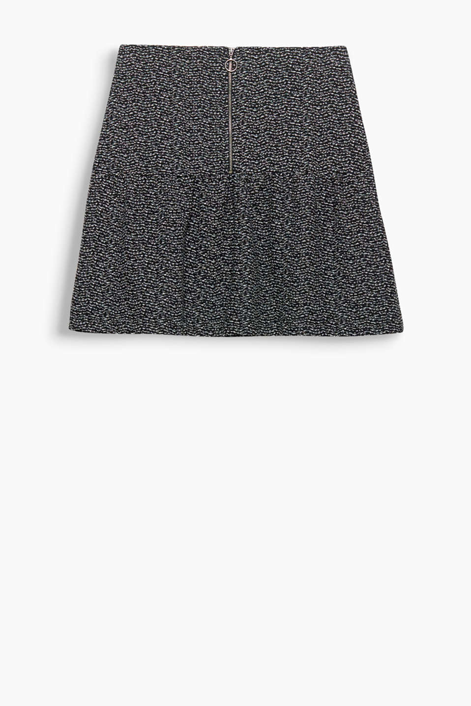 Mini-skirt with maximum effect! This mini-skirt pops with its textured look and its swirling shape.
