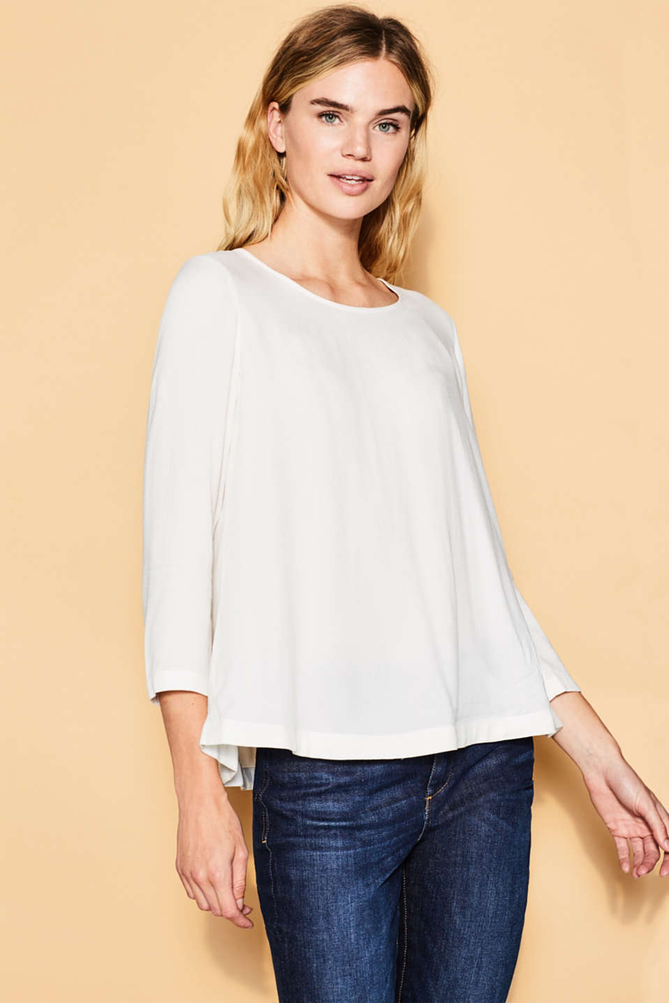 Esprit - Viscose blouse, inverted pleats at the back