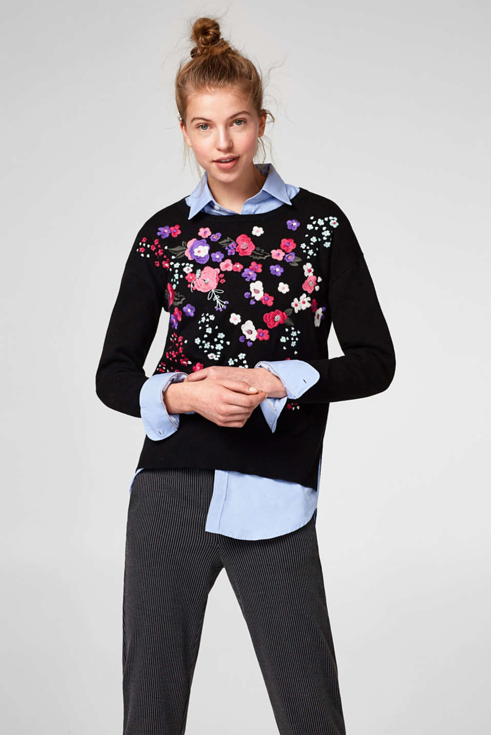 Esprit - Soft jumper with colourful floral embroidery