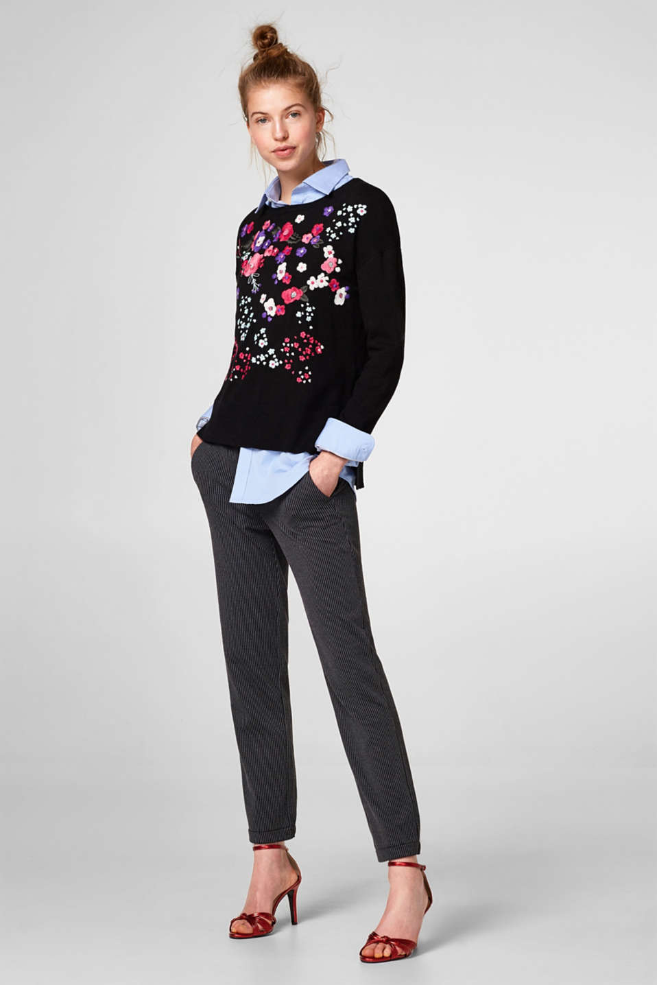 Soft jumper with colourful floral embroidery