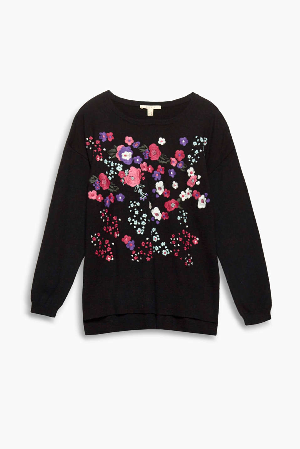 Fine knit meets feminine embroidery - both make these soft jumper a stylish head-turner!