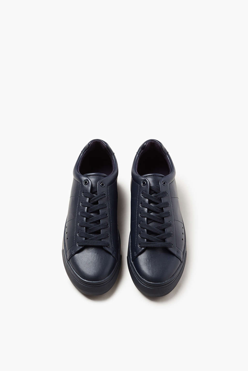Trend trainers with a flat sole