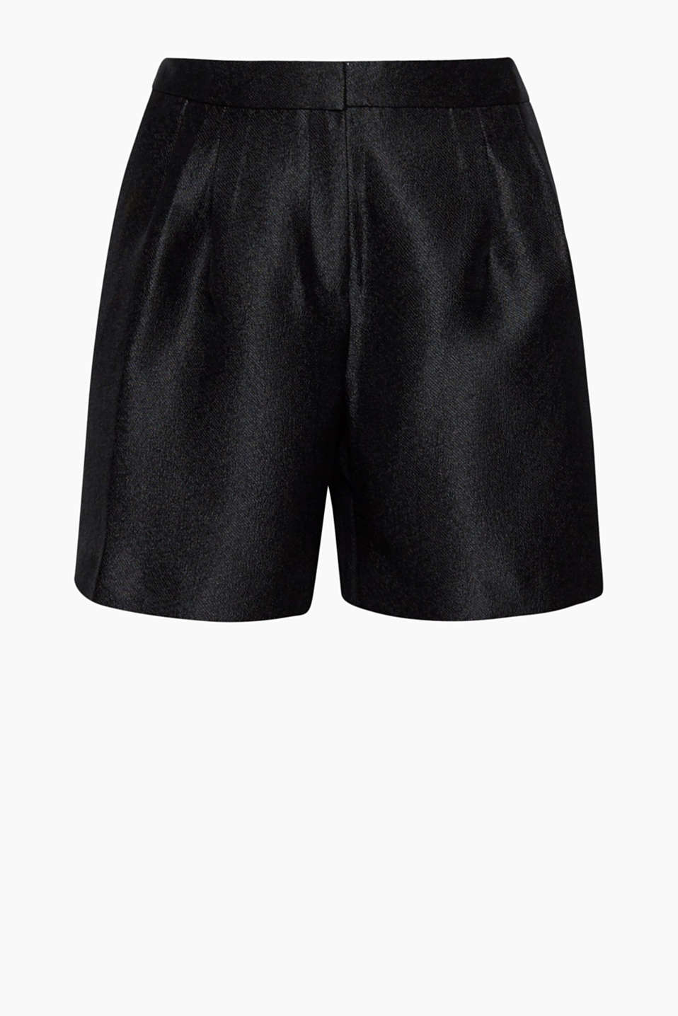 A cheeky cut in elegant fabric, these shiny shorts with a diagonal texture are the perfect party piece with a twist!