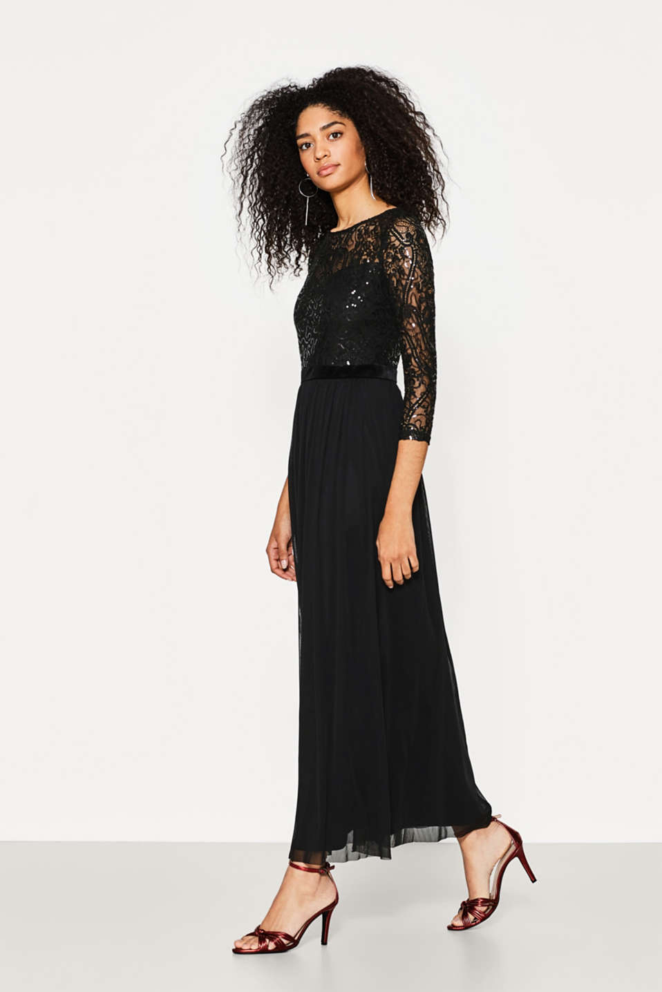 Maxi dress in lace, sequins and mesh