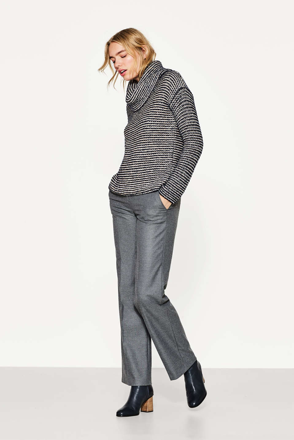 Esprit - Compact textured jumper with a polo neck