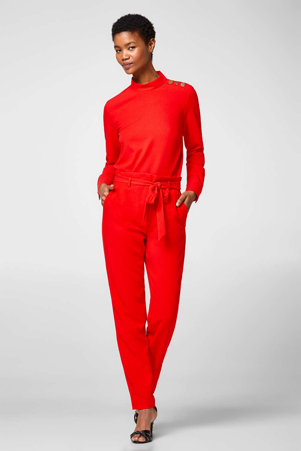 Esprit - Cropped crêpe trousers in paper bag style