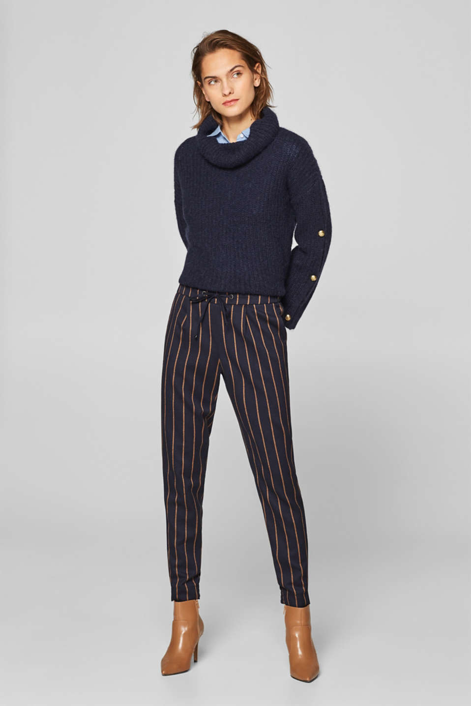 Esprit - Tracksuit bottoms with a striped pattern