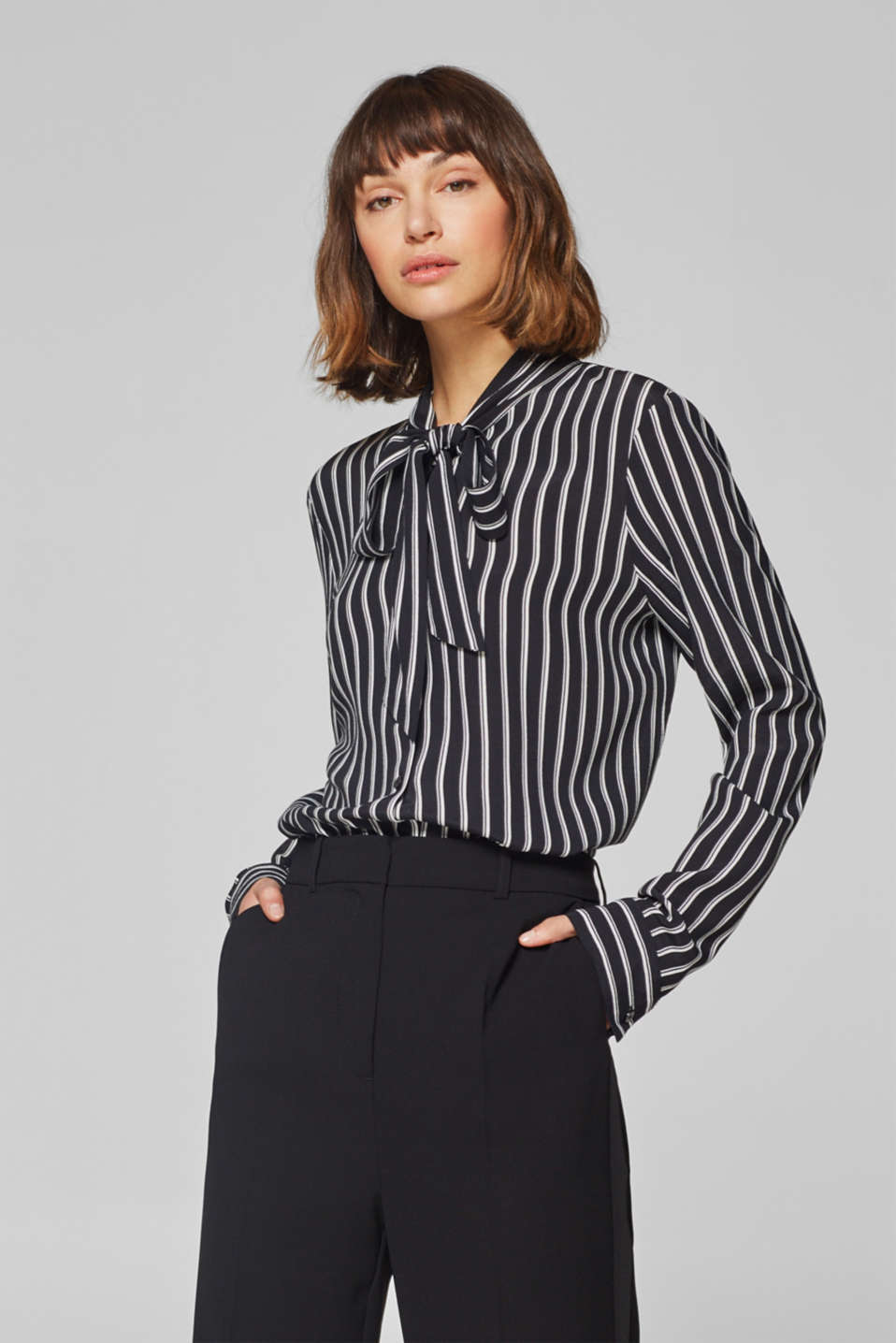 Esprit - Flowing blouse with stripes and a pussycat bow