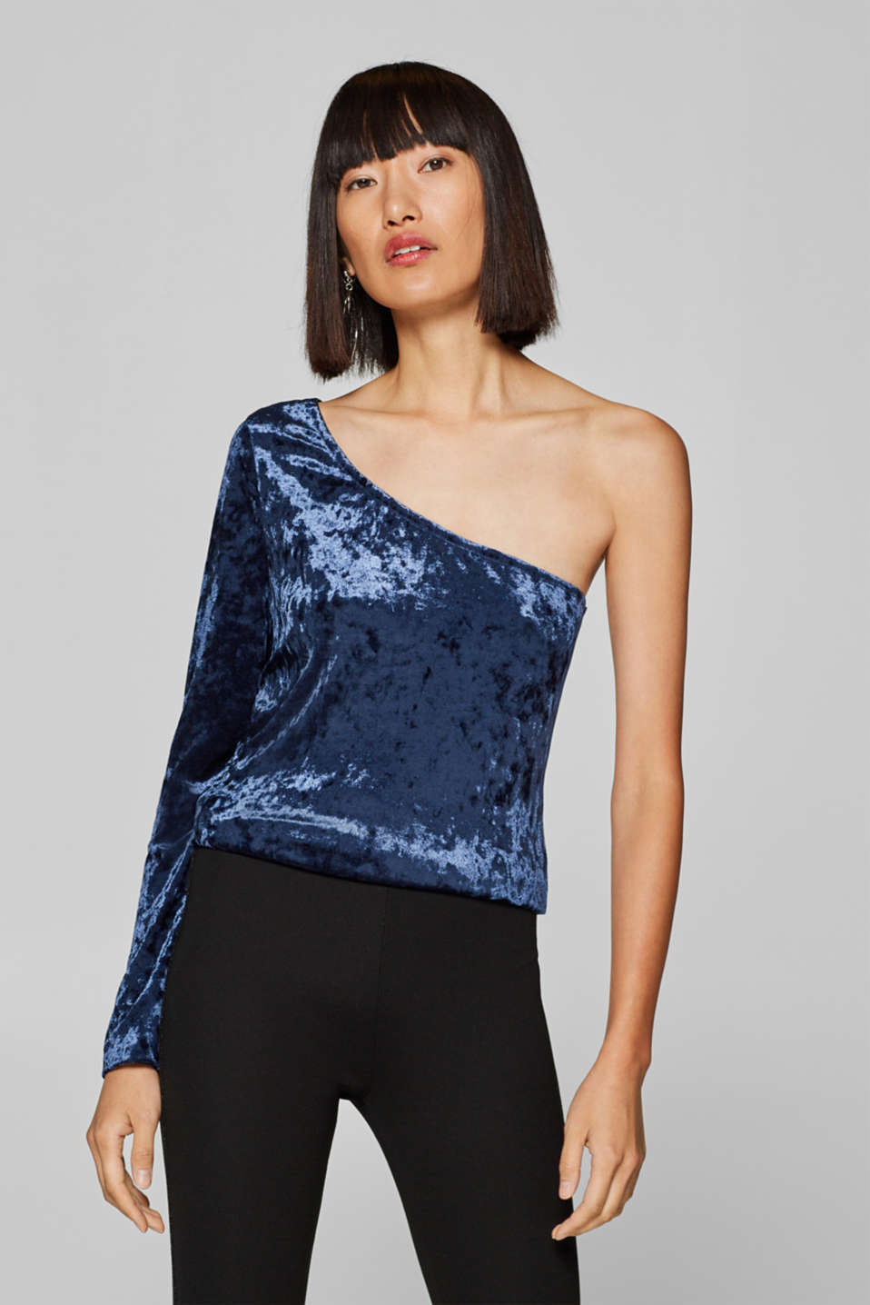 Esprit - One-shoulder long sleeve top made of crushed, stretch velvet