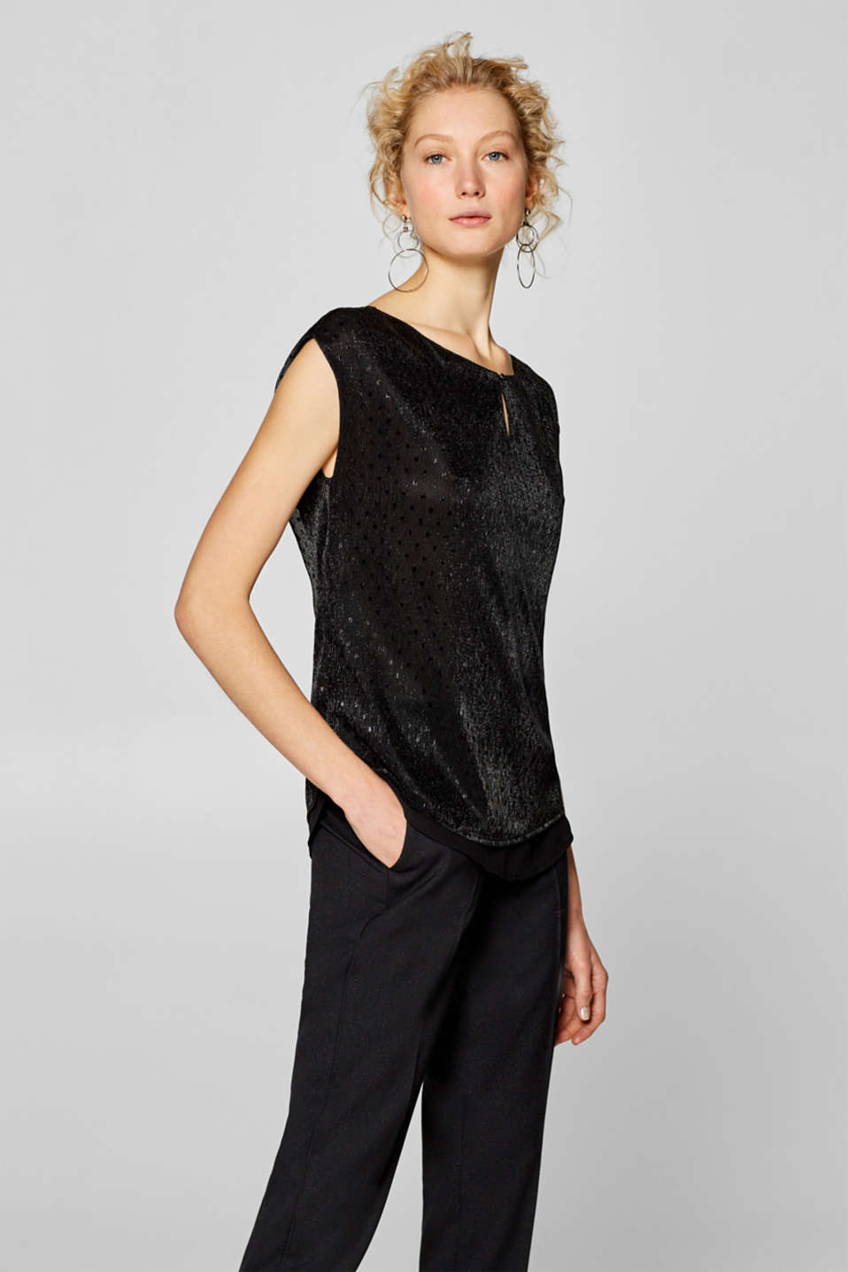 Esprit - Shimmering blouse top in a crinkle look with polka dots