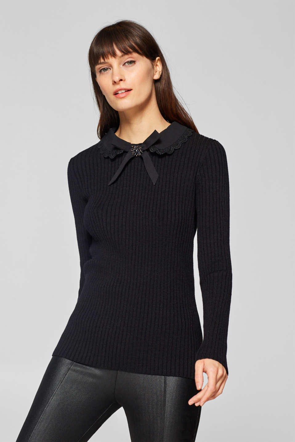 Esprit - Rib knit jumper with an embellished collar