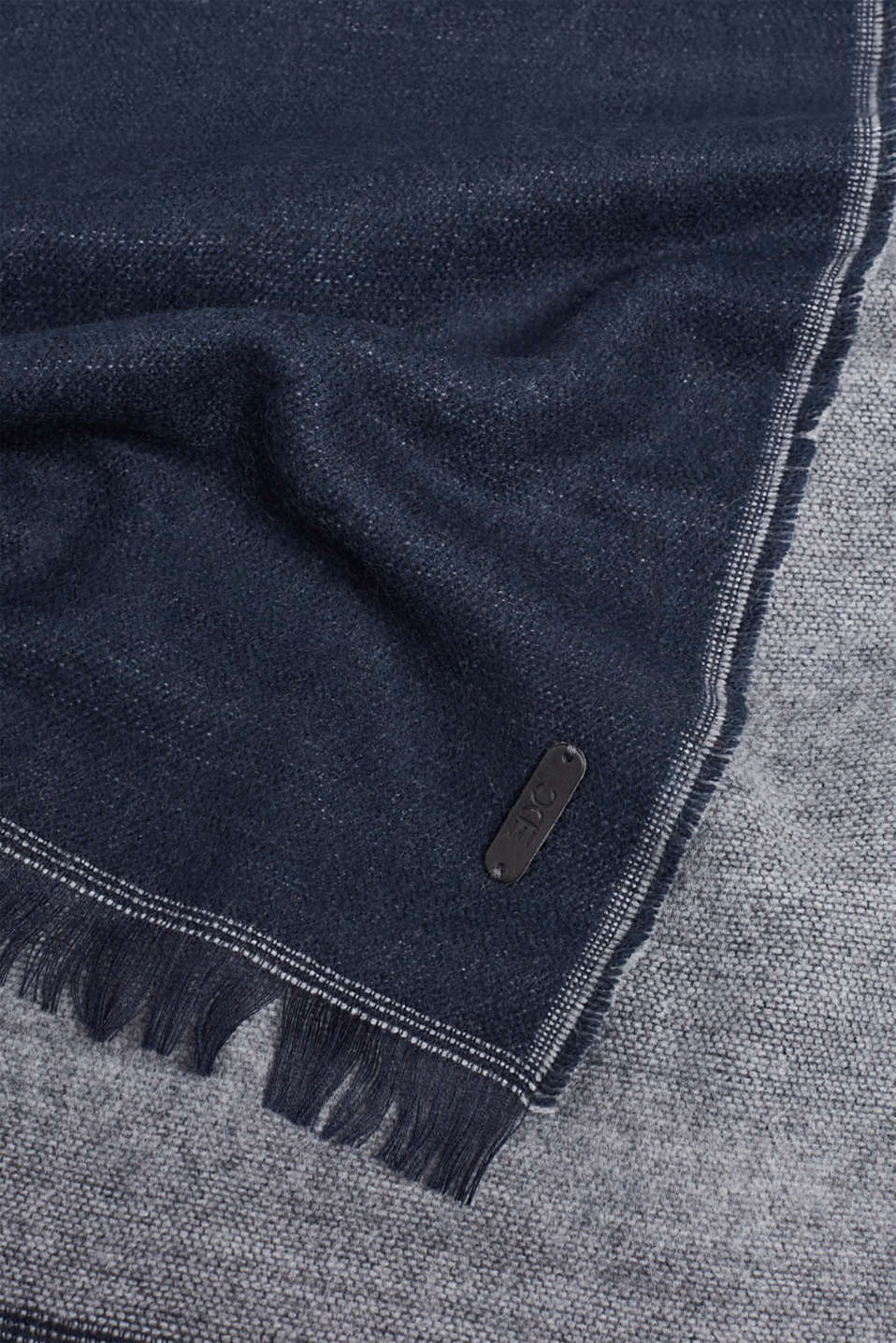Double-faced fringed scarf, NAVY, detail image number 2