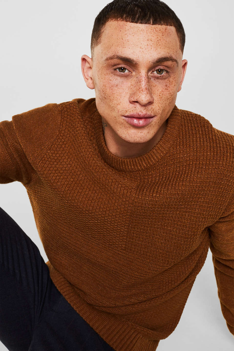 Jumper with a mixed texture