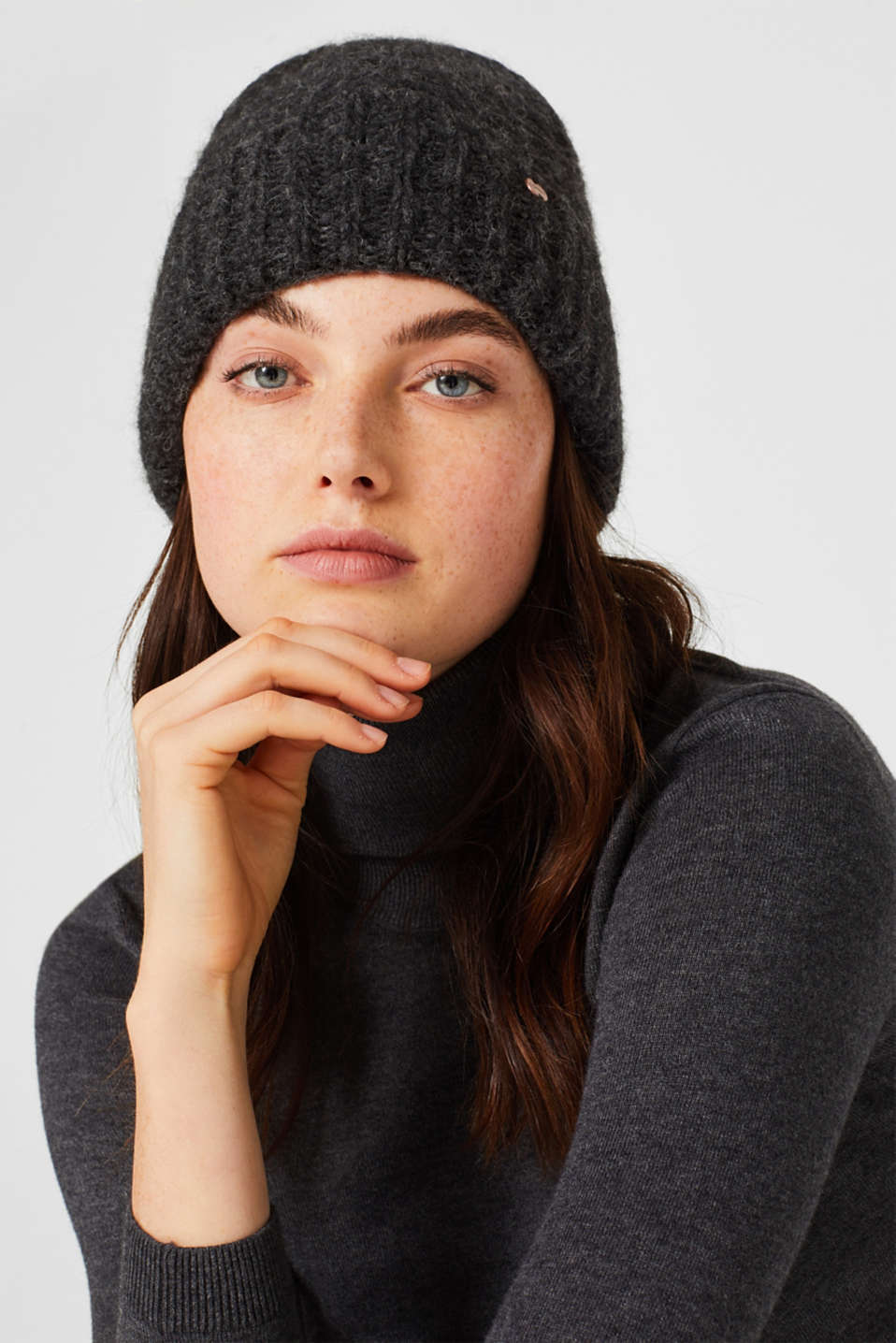 Alpaca blend with wool: hat with a turn-up cuff, ANTHRACITE, detail image number 2