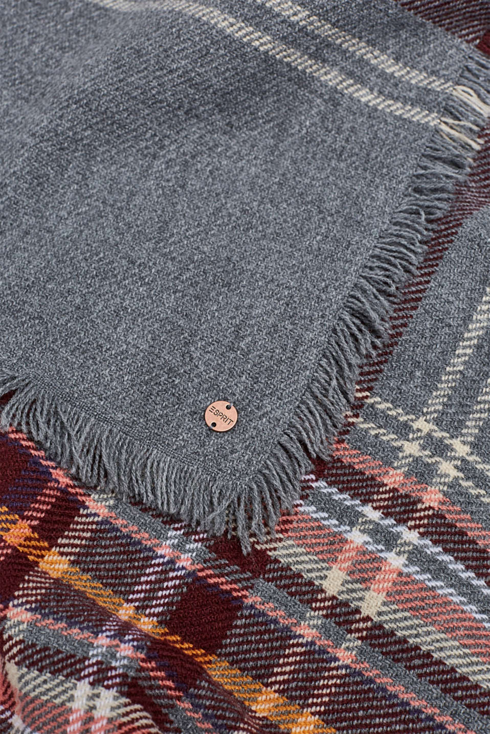 Oversized scarf with a check pattern, GUNMETAL, detail image number 2