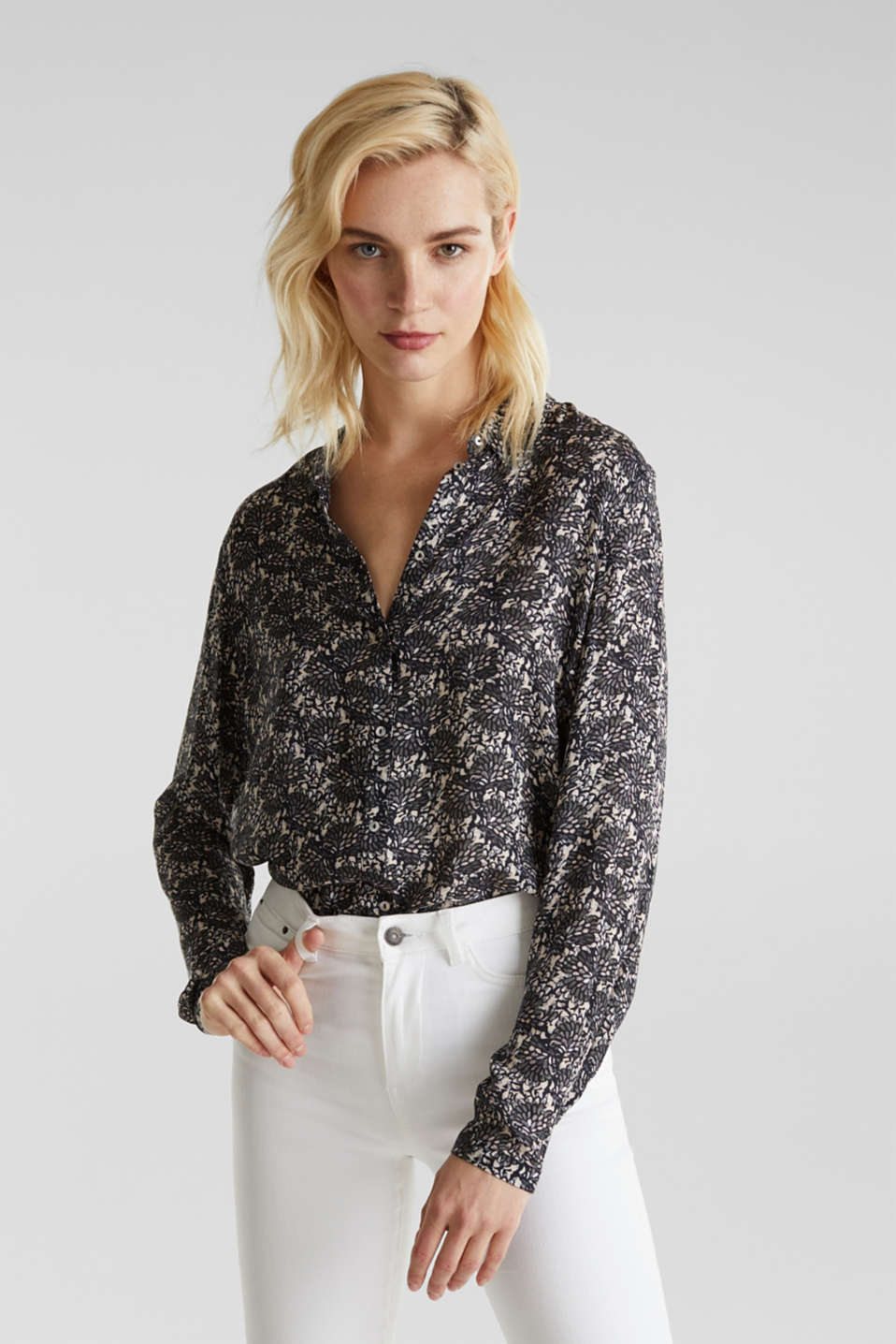 Esprit - Crêpe blouse with all-over print
