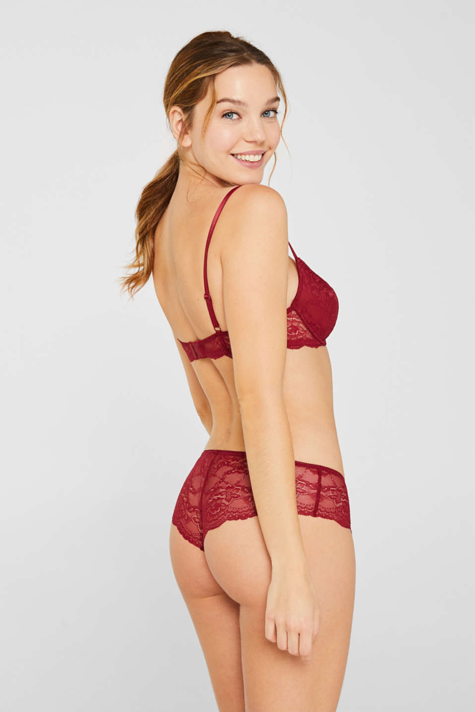 Hipster shorts in delicate lace, BORDEAUX RED, detail image number 2