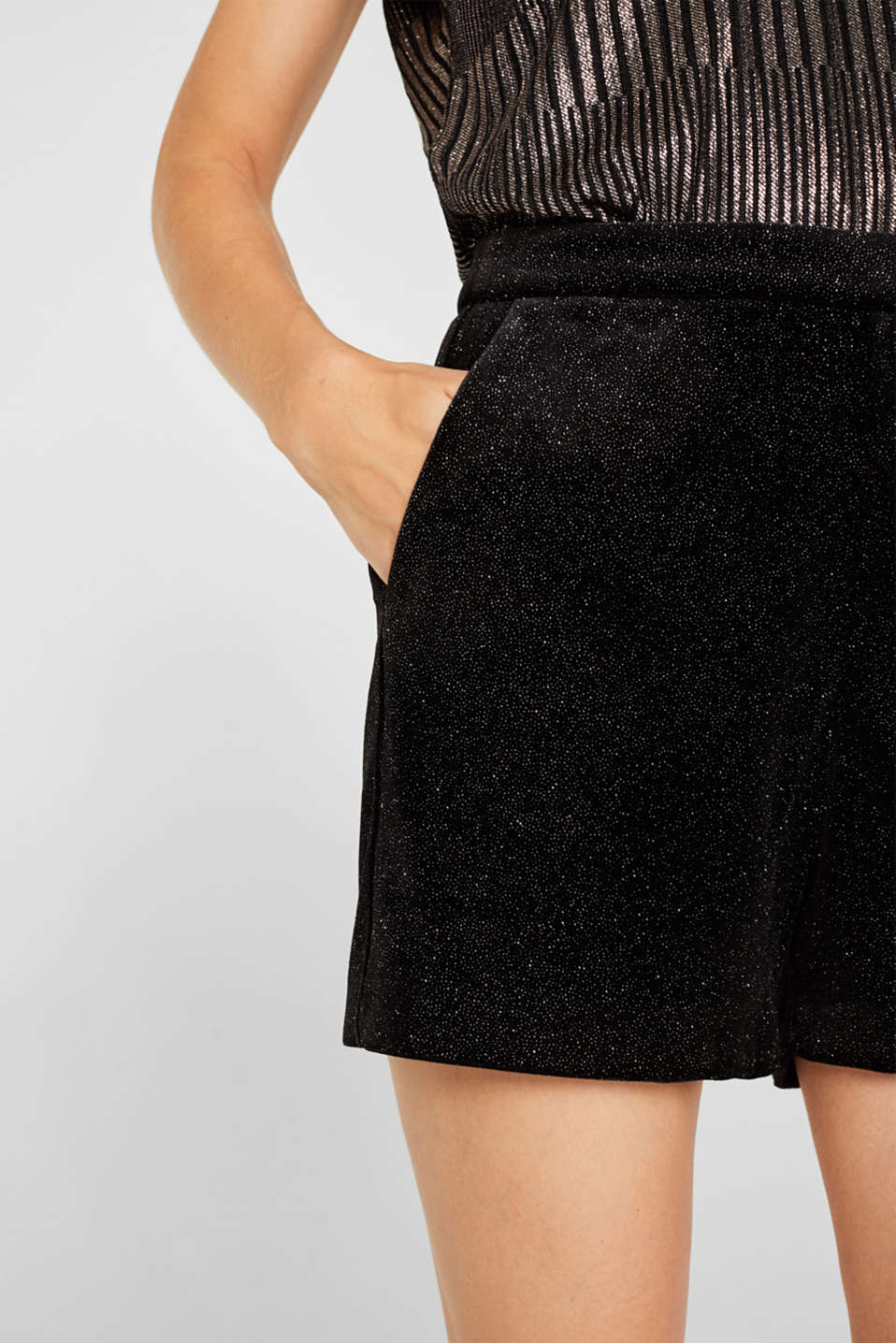 High-rise velvet shorts in a glitter look, BLACK, detail image number 2