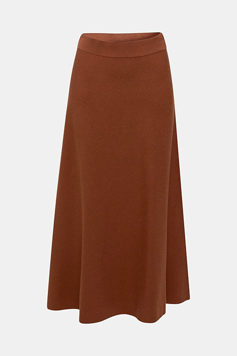 Flared knitted skirt in a midi length