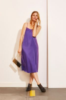 Satin dress in a midi length, PURPLE, detail