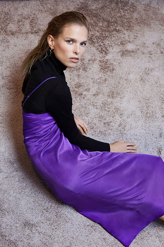 Satin dress in a midi length, PURPLE, detail image number 4