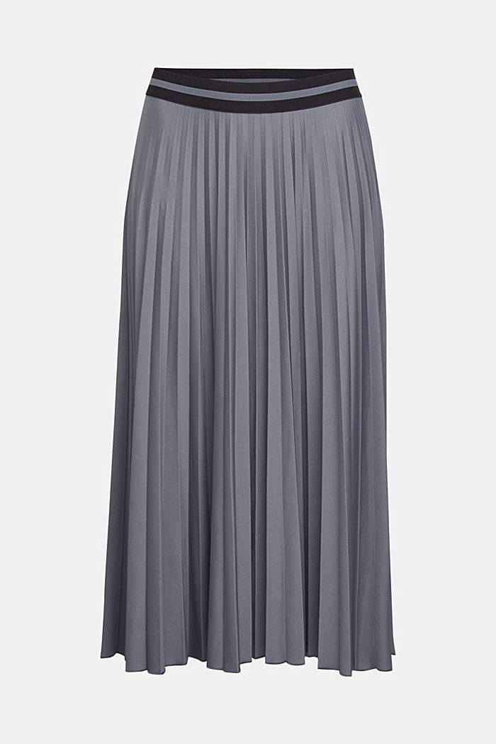 Pleated skirt with an elasticated waistband