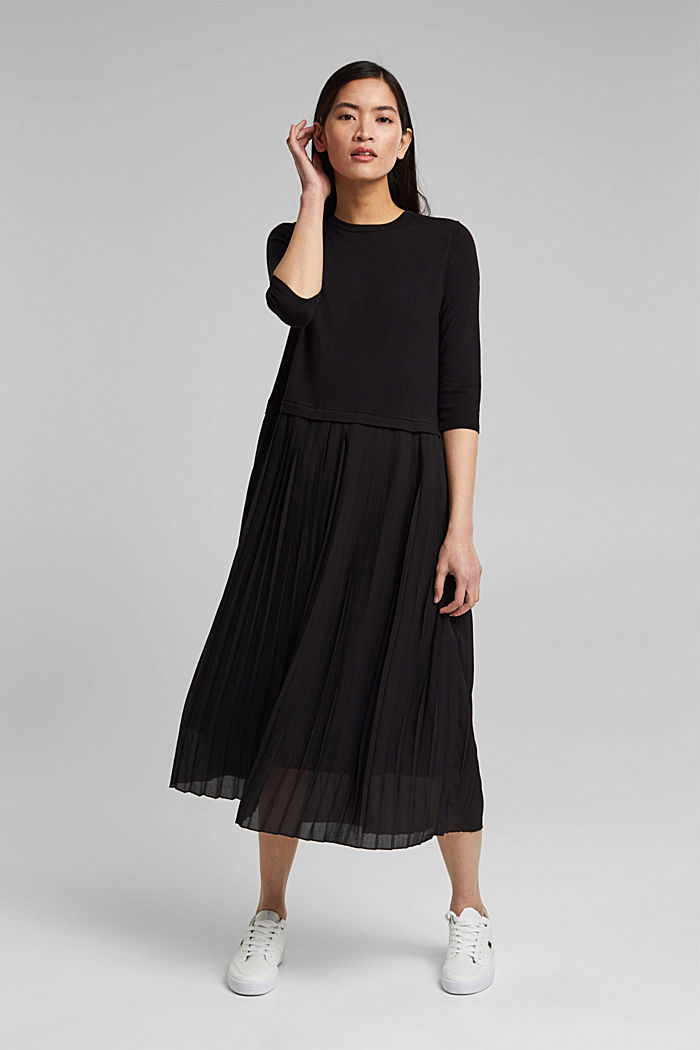 Pleated knitted midi dress in a mix of materials
