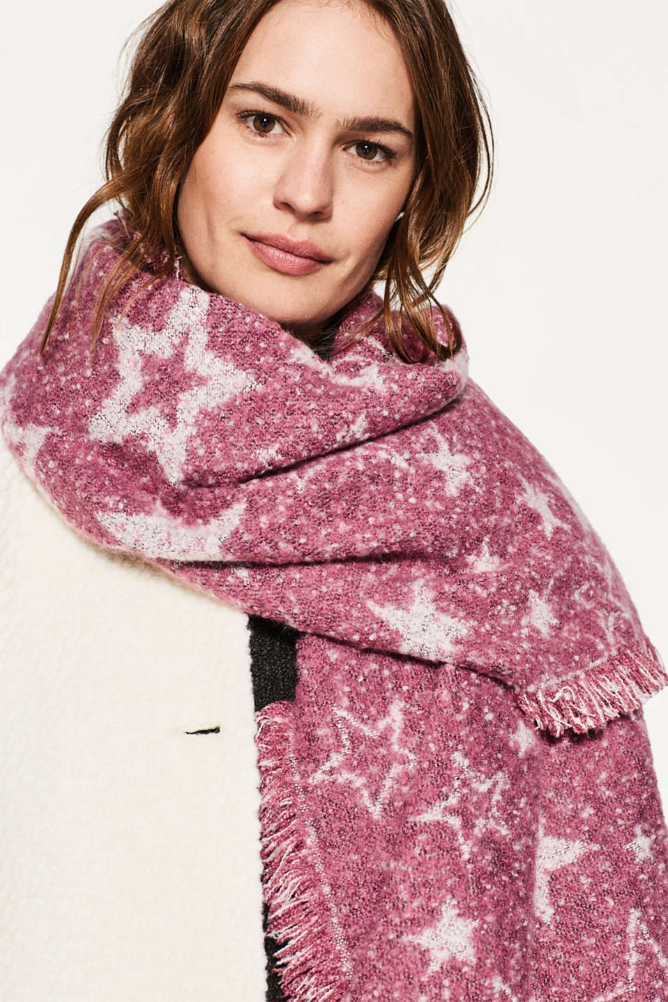 Knitted scarf with a star print