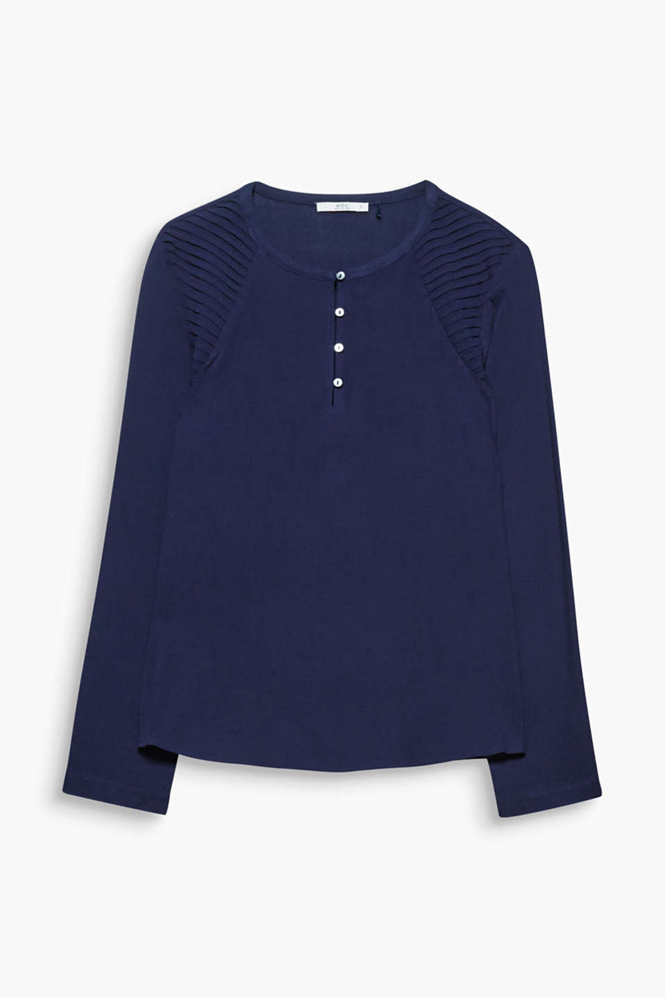 The floaty crêpe fabric and the modest Serafino collar make this blouse an everyday go-to favourite.